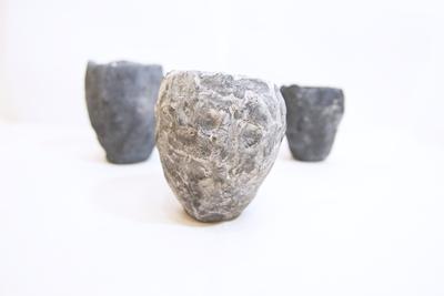 Lot trois petits pots en béton