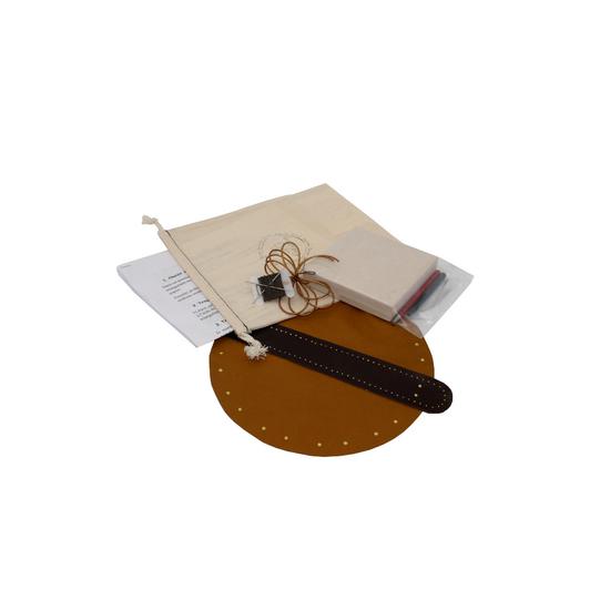 """Box """"Atelier Création"""" de bourse en cuir Camel"""